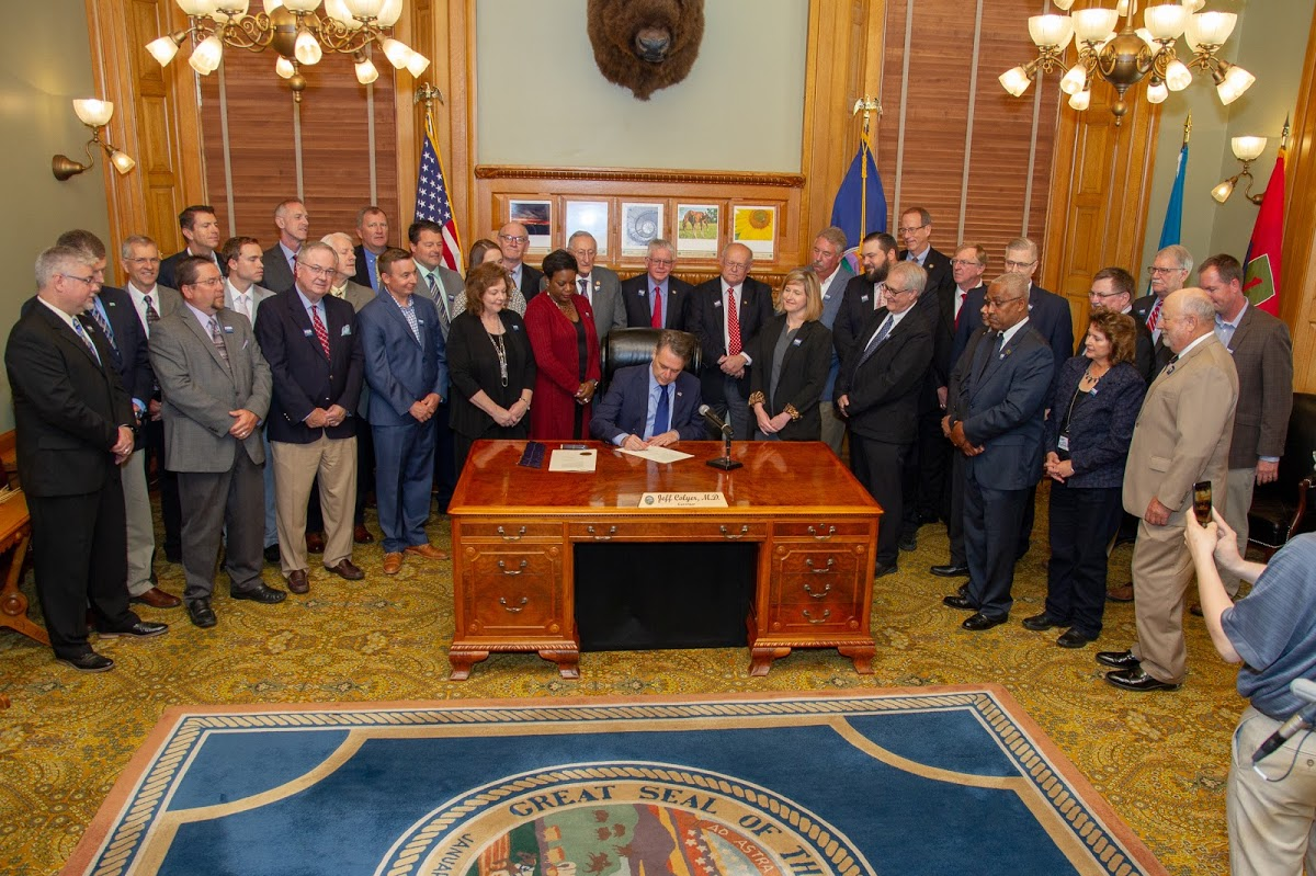 Governor Colyer Signs Bill Creating Transportation Task Force